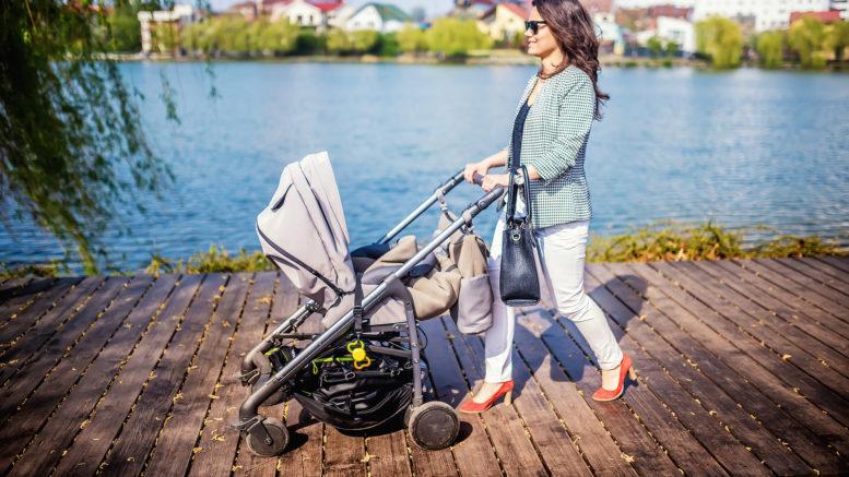 Kinderwagen mit Baby Tasche